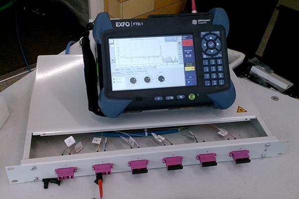 OTDR Messgerät und Glassfaserleitungen